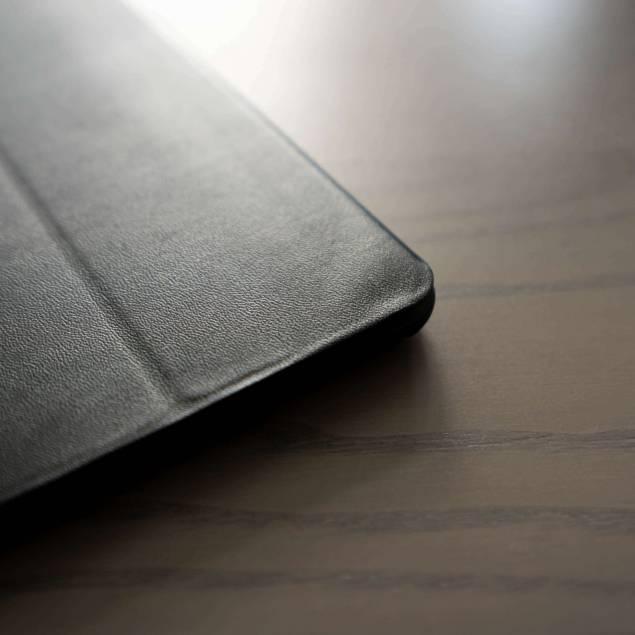 Xlevel FIB iPad cover iPad 5/6 2017/2018 - Xlevel FIB case til iPad 5/6fremstillet i PU læder og TPU. Den transparente bagside i blødt TPU materiale tilpasser sig perfekt din iPad 5/6og er samtidig let at montere og afmontere. Frontens klap i PU læder kan transformeres til en stand, så man effek