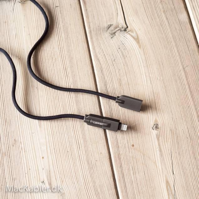 2x Micro/lightning kabler og m7 15W Dobbelt USB oplader - AP5-Pack - 1484-defaultCombination - Oplader med dobbelt USB stik på 15W med 2 micro/ligthning kabler, det er kabler som både kan oplade en iPad, iPhone, Micro USB powerbanks, headsets, højtalere, android telefoner med Micro USB osv.
