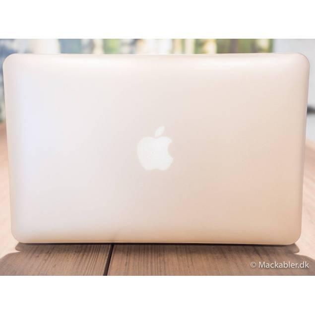 Macbook hard skin - Skal din Macbook beskyttes så er der mange muligheder, du kan få selvklæbende soft covers, men de beskytter kun meget dårligt, og fylder til gengæld ikke meget, så er der sleeves men de beskytter kun når du ikke bruger din Macbook. Hard covers er den beds
